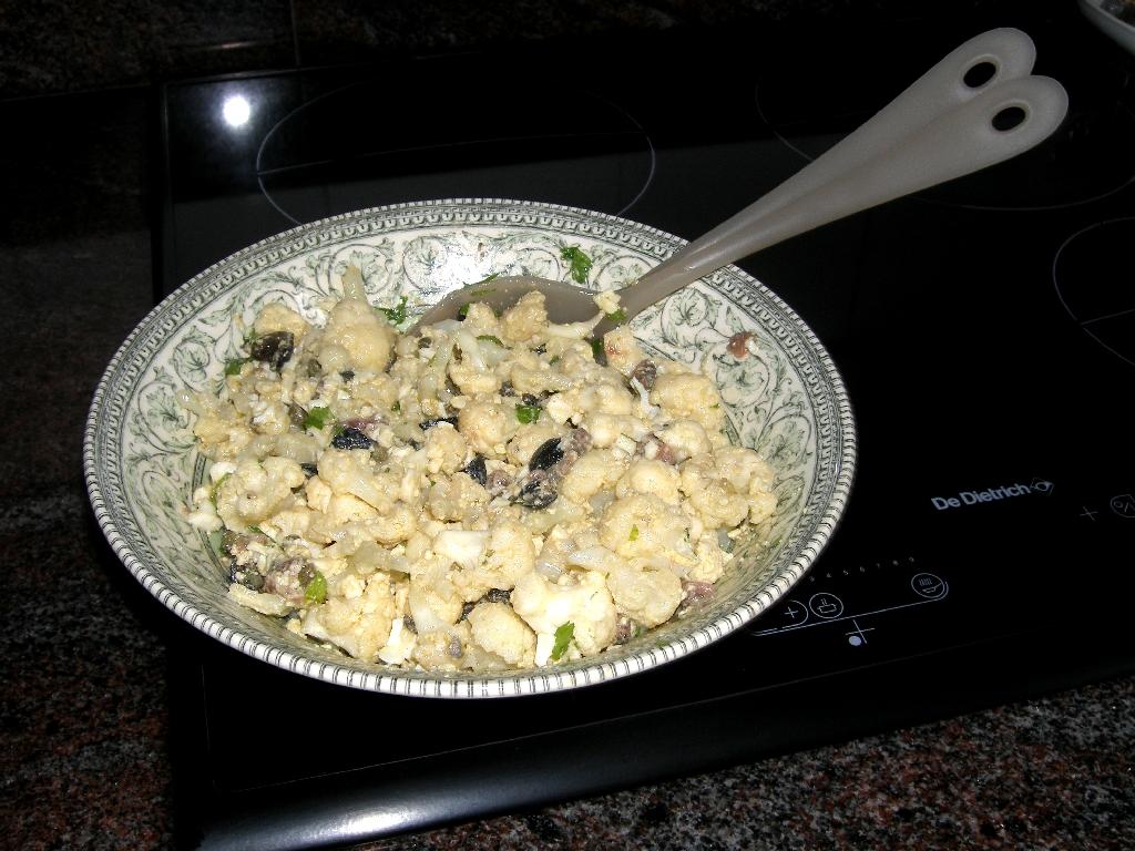 Salade de chou-fleur aux anchois à l'italienne.