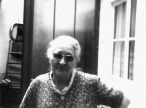 Ma Tante Julienne, le dernier jour où je la vis, alors qu'elle devait avoir environ 75 ans, prêt à nous annoncer à notre arrivée qu'elle nous a fait un gâteau mais qu'il est foutu...