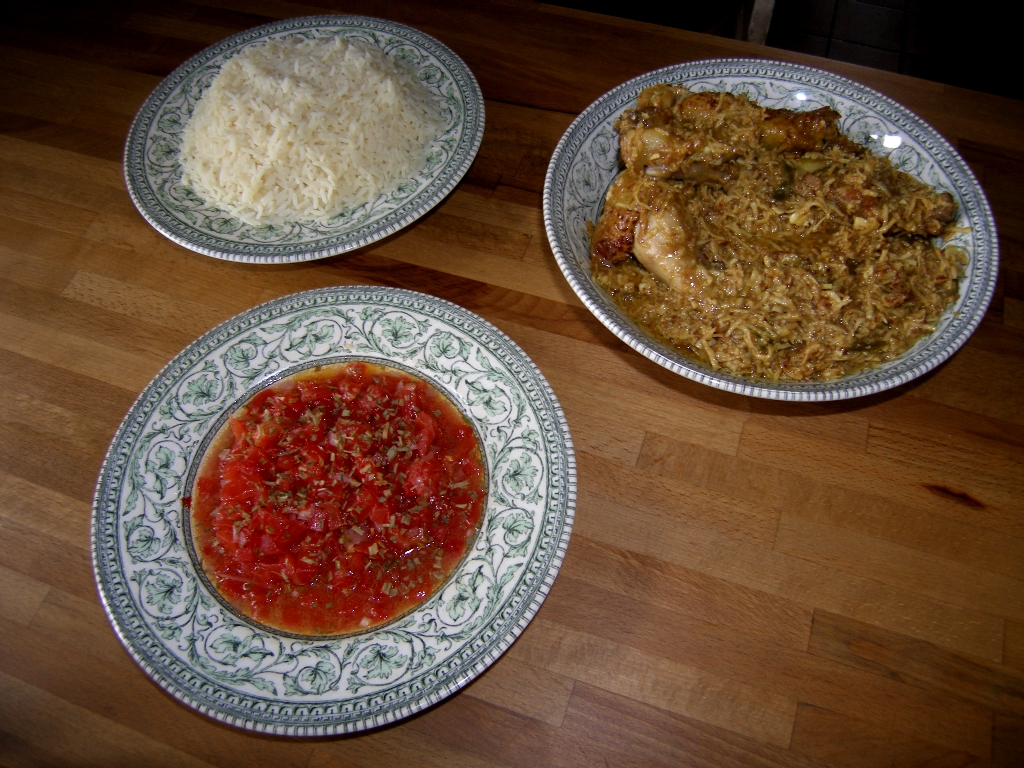 Curry poulet coco, riz blanc et rougail tomate.