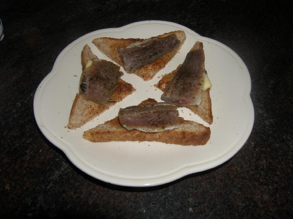 Filets de sardines à la fleur de sel au basilic.