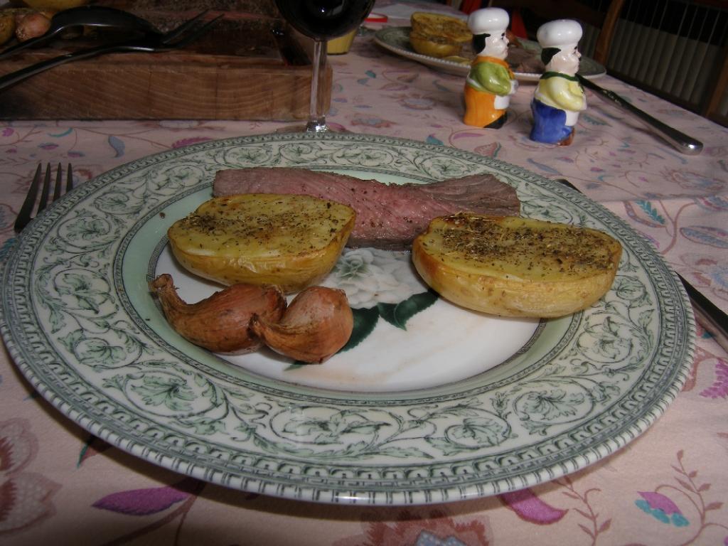 Bœuf à la fleur de sel, échalotes grises et pommes de terre Roseval rôtis.