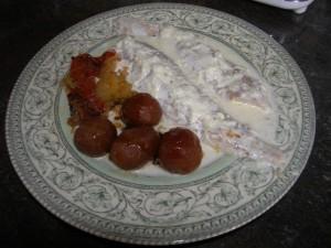 Petits navets glacés au miel : ici en accompagnement de filets de poisson avec une fricassée de tomates et de courgettes.