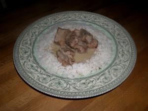 Veau à la moutarde, servi ici sur un turban de riz à la Créole.