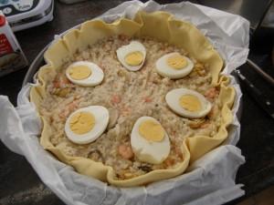 Neuvième étape : placer les œufs durs coupés en deux.