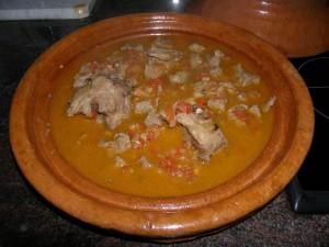 ... et le coulis de cuisson : le tajine est prêt à couvrir et à enfourner !