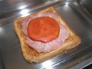 ... et une couche de tomate légèrement rissolée au beurre !