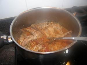 On ajoute, tomates et champignons et on finit de cuire !