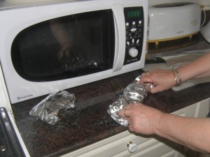 """... Il n'y a plus qu'à les emballer dans du papier aluminium pour les faire """"suer"""" !"""