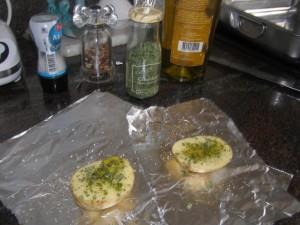 Pommes de terre avec sel, poivre, ciboulette et huile d'olive.