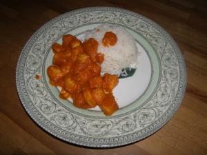 Le blanc de seiche géante à l'américaine en portion individuelle avec sa timbale de riz.