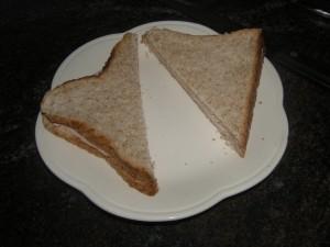 ...et on place le second toast fromage contre jambon (on peut couper le sandwich en 2 ou 4 à ce stade).