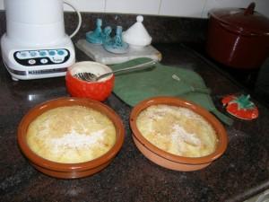 On couvre de pâte à crêpe et on saupoudre de sucre.