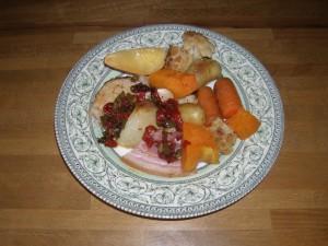 Légumes rotis et rôti de porc agrémentés de sauce xipister.