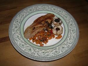 Champignons de Paris en rosée (servis ici avec du filet mignon et des carottes confites au beurre).