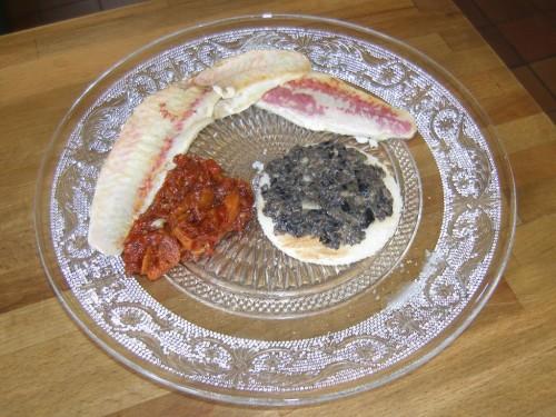 filets de rouget au caviar de poivrons et la tapenade. Black Bedroom Furniture Sets. Home Design Ideas